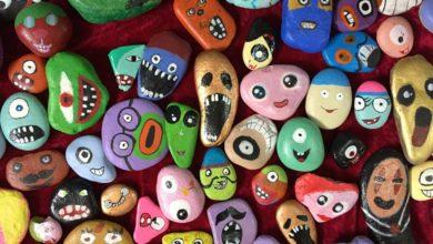 ครูจีนหัวใส ฝึกนักเรียนสร้างผลงานศิลปะจากก้อนหิน แลกเสื้อกันหนาว