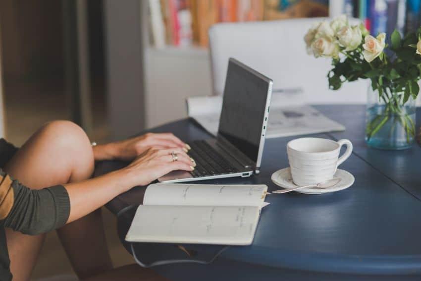 6 คำแนะนำ ทำงานอยู่บ้านอย่างไรไม่ให้น่าเบื่อ (Work form home)